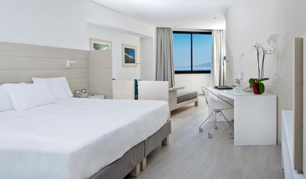 Deluxe Quadruple Room with Sea View 1-min
