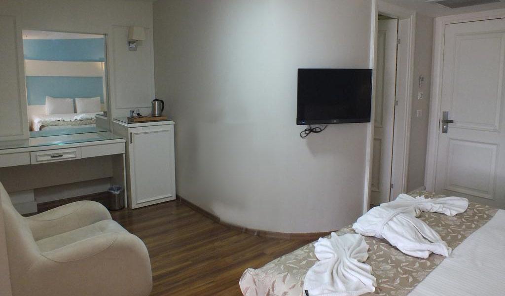 Deluxe Room 4-min
