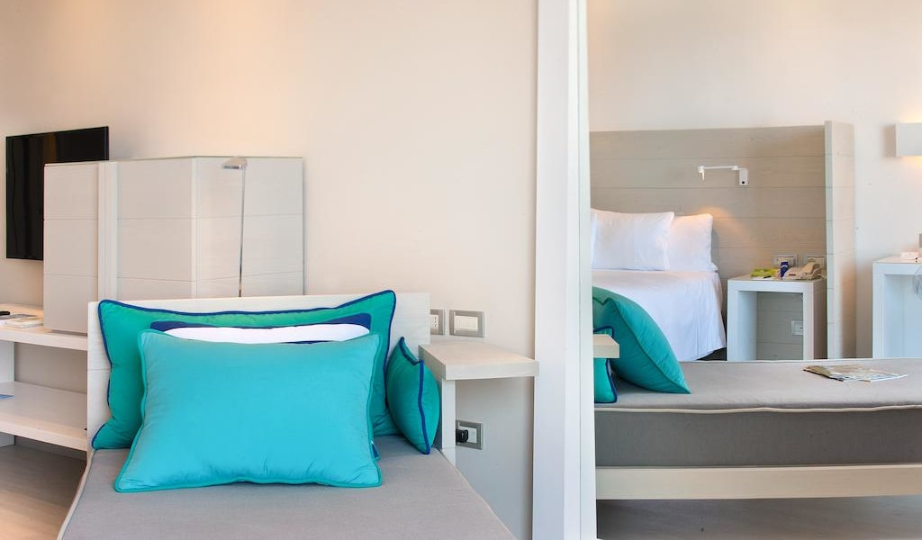 Deluxe Triple Room with Sea View 4-min