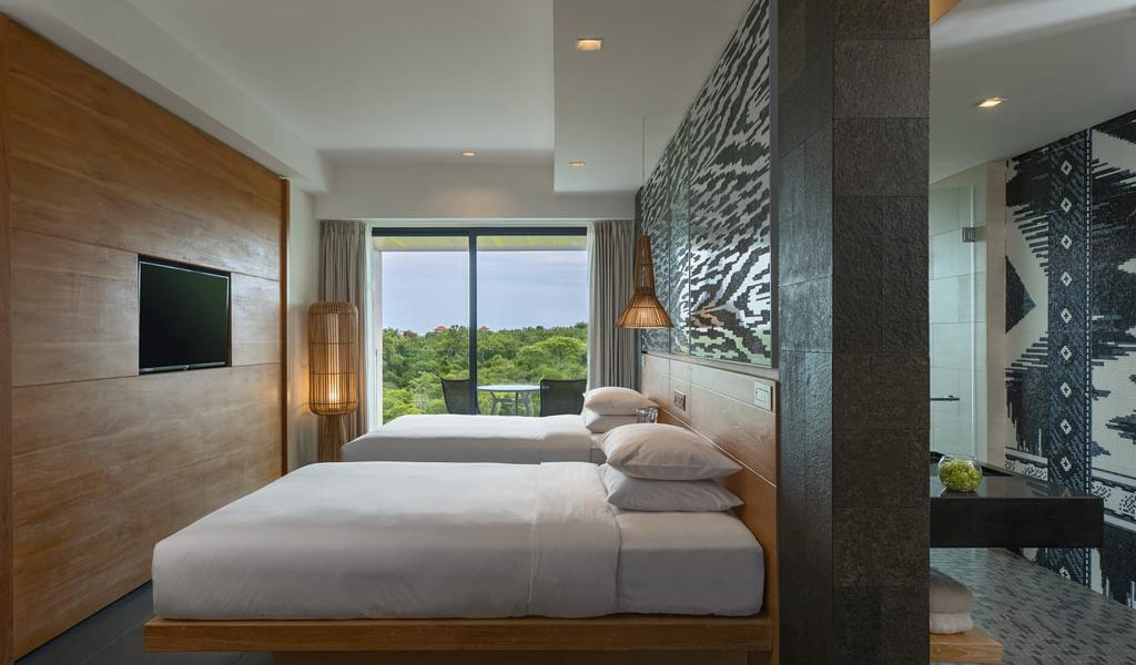 Deluxe Twin Room with Balcony and Garden View-min
