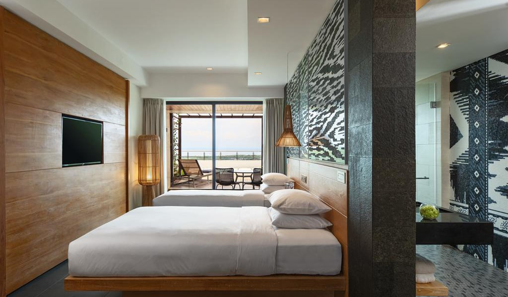 Deluxe Twin Room with Terrace and Ocean View-min