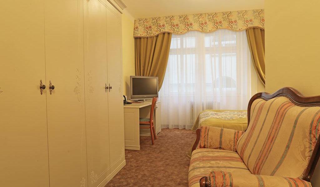Double Room-min