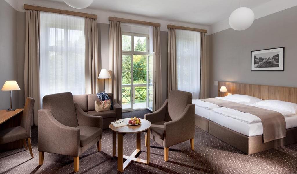 Double Room with Balcony 3-min