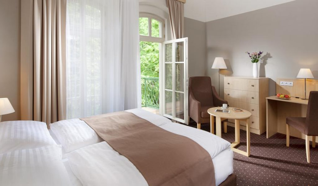 Double Room with Balcony 4-min
