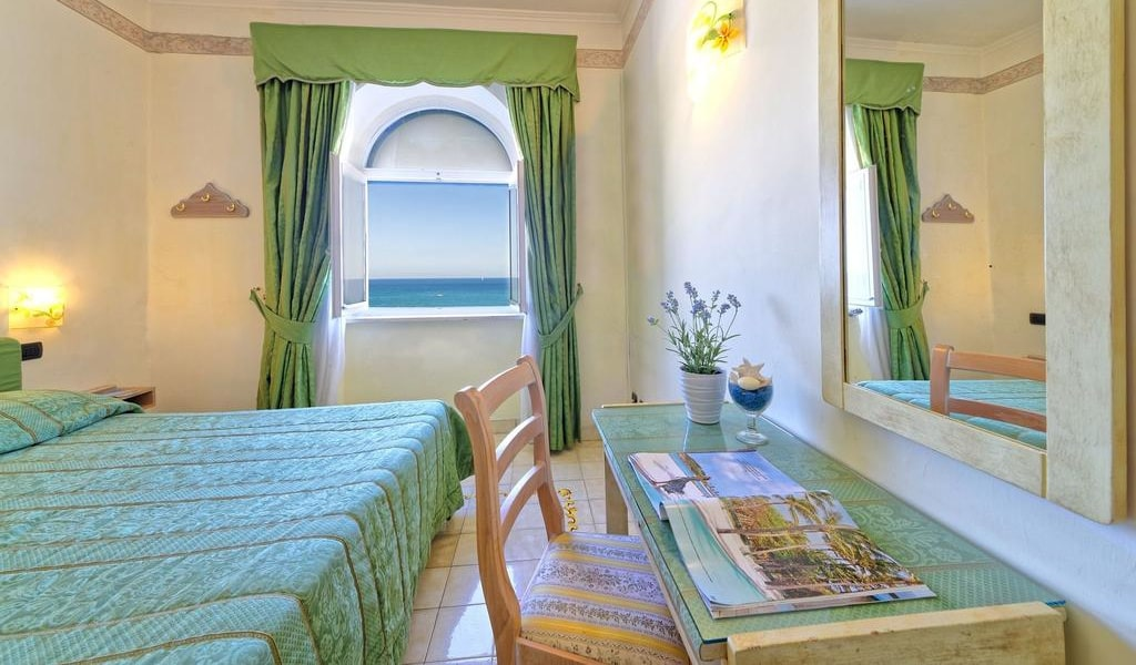 Double Room with Sea View 1-min