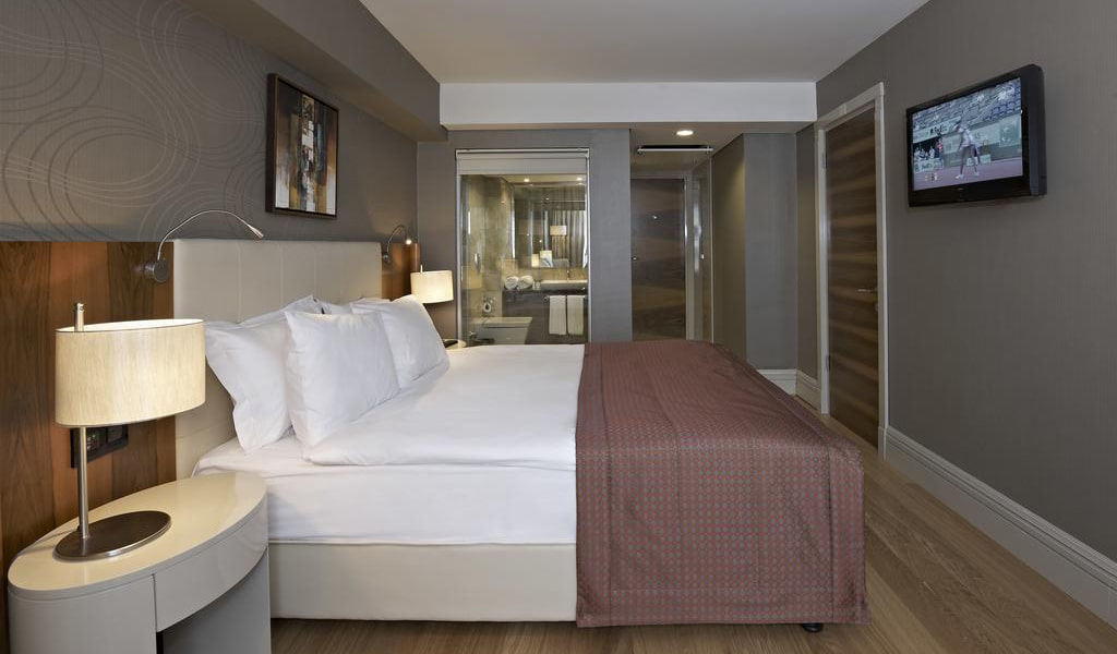 Double or Twin Room with Balcony 3-min
