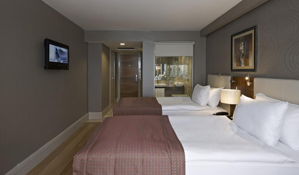 Double or Twin Room with Balcony 5-min