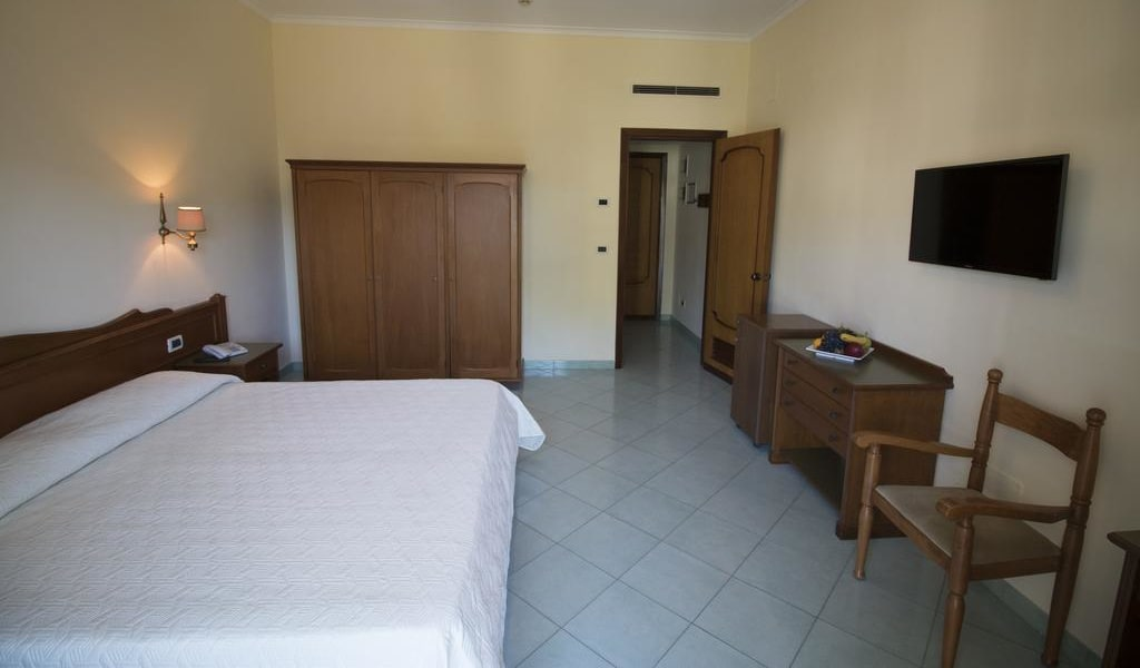 Double or Twin Room with Balcony and Garden View 2-min