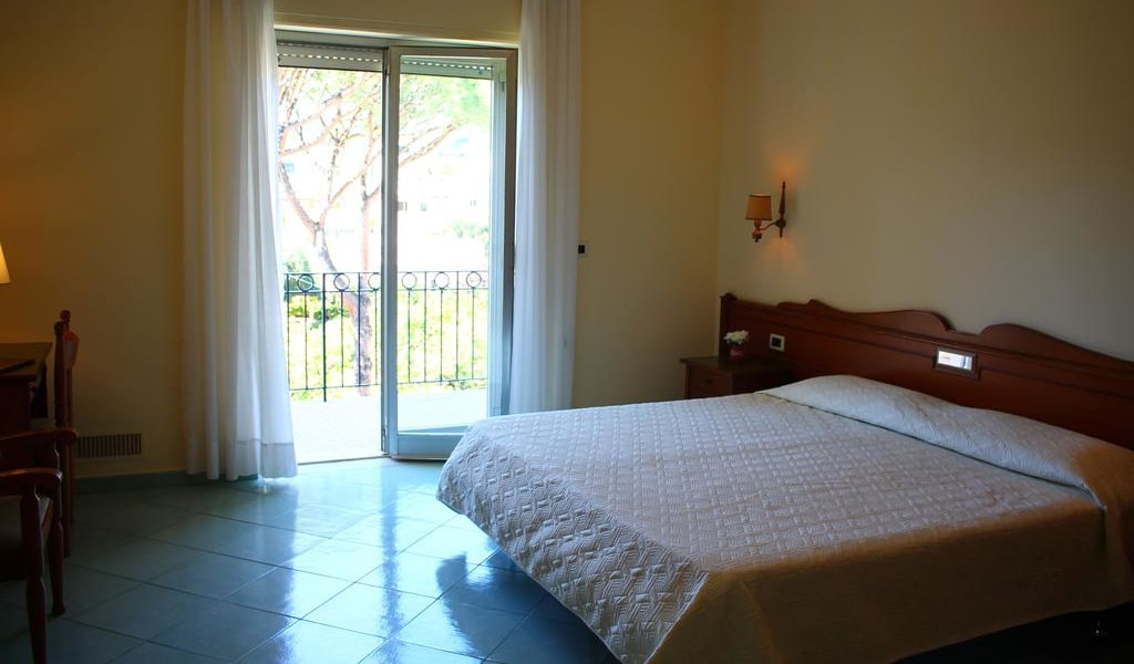 Double or Twin Room with Balcony and Garden View 3-min