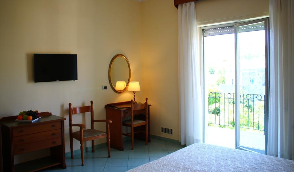 Double or Twin Room with Balcony and Garden View 4-min