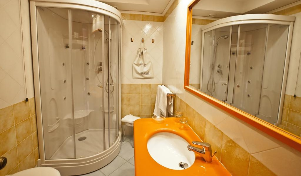 Double or Twin Room with Balcony and Sea View 2-min