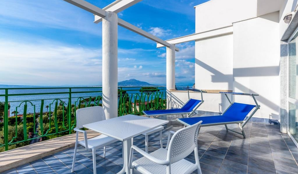 Double or Twin Room with Sea View 5-min