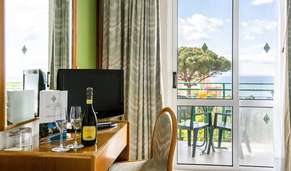 Double or Twin Room with Sea View 7-min