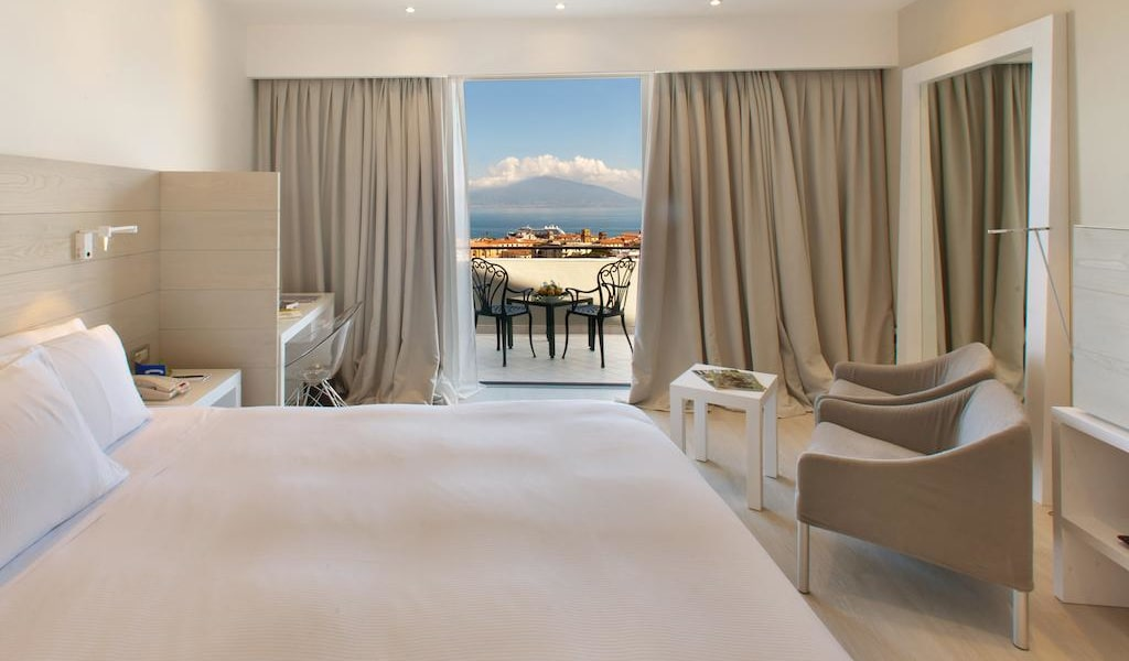 Executive King Room with Sea View 1-min