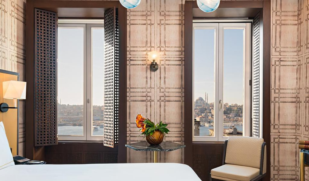 Executive King Suite with Terrace and View 2-min