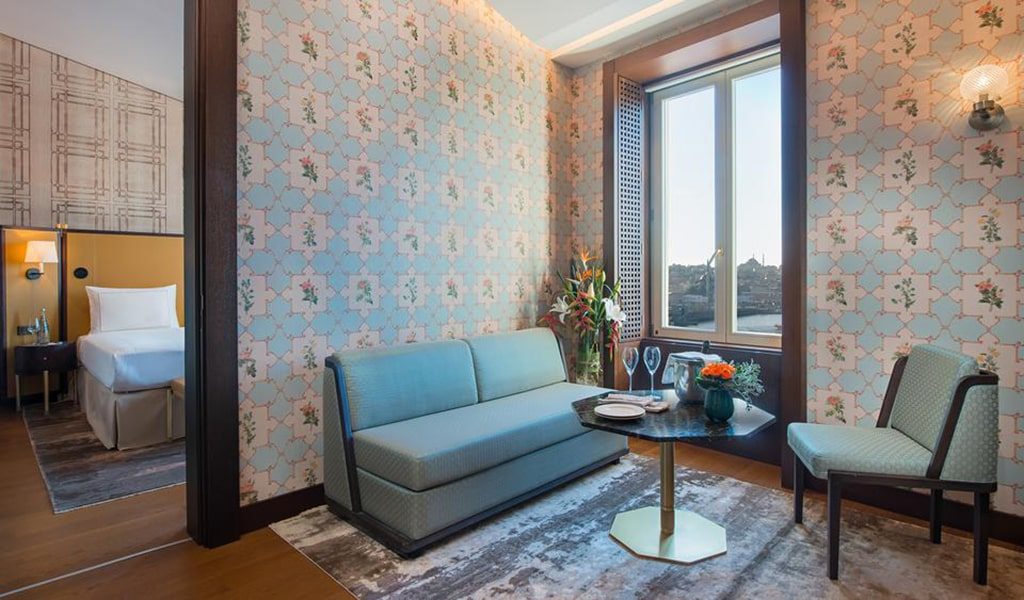 Executive King Suite with Terrace and View 3-min
