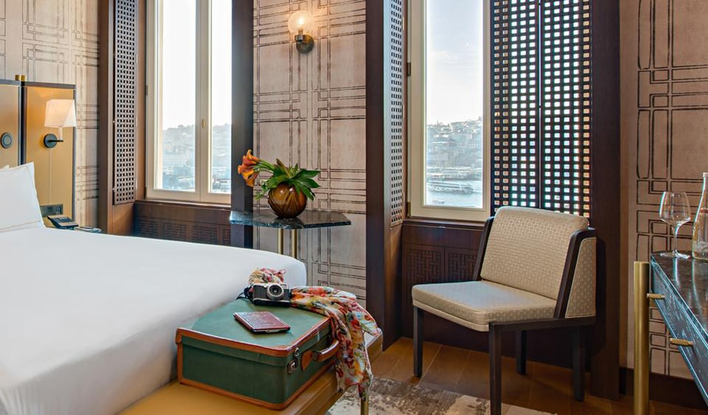 Executive King Suite with Terrace and View-min