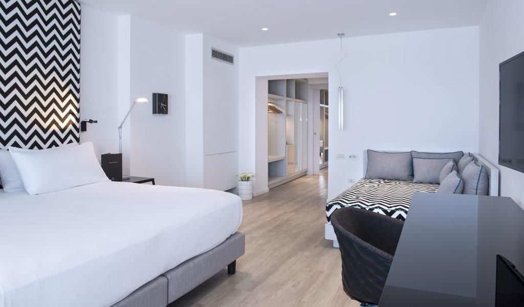 Executive Quadruple Room with Sea View 2-min