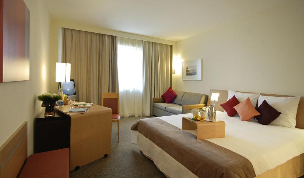 Executive Queen Room with Sofa-min