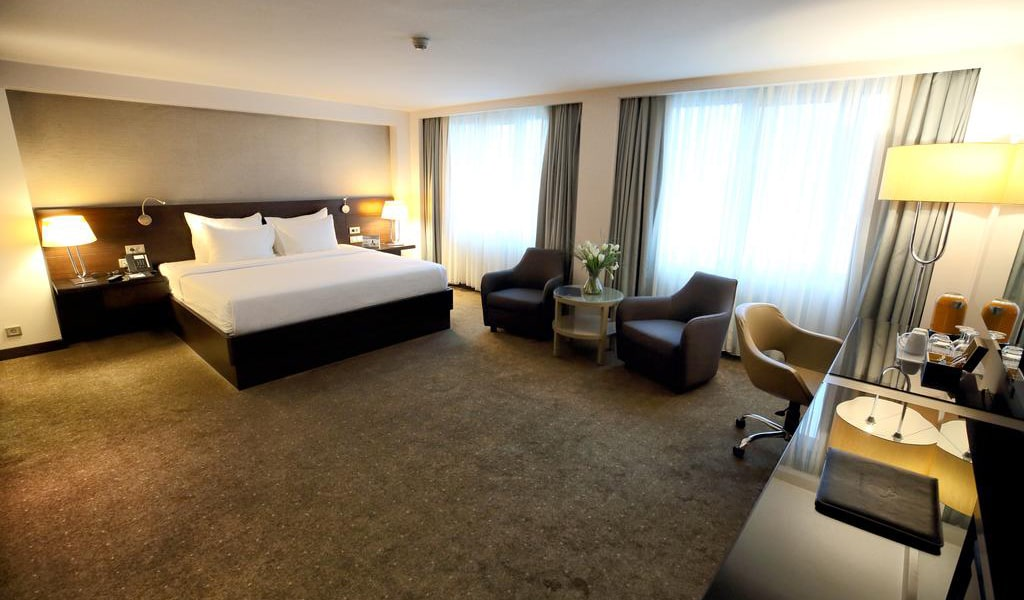 French Grand Deluxe Room-min