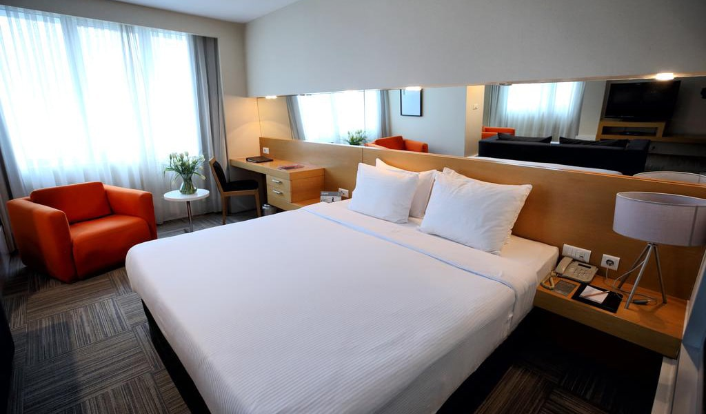 Junior Suite with City View-min