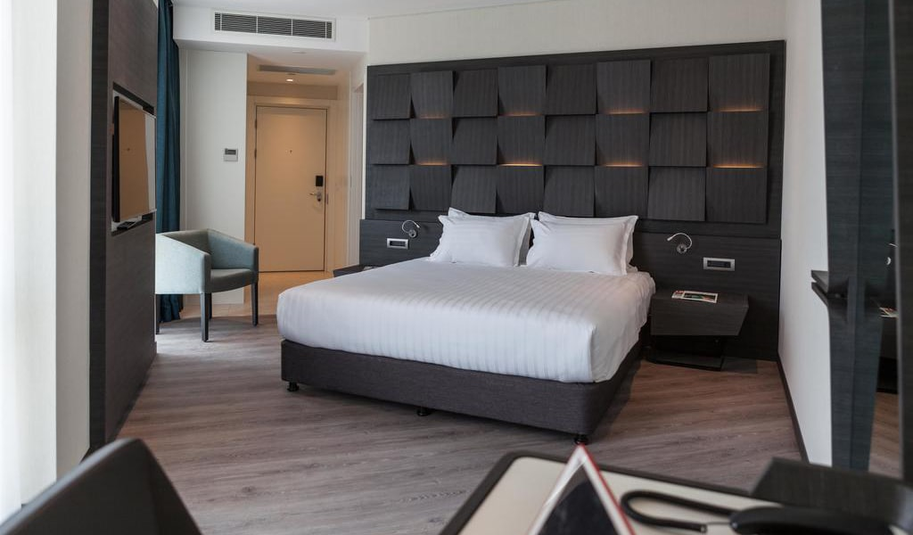 Junior Suite with King Bed 3-min