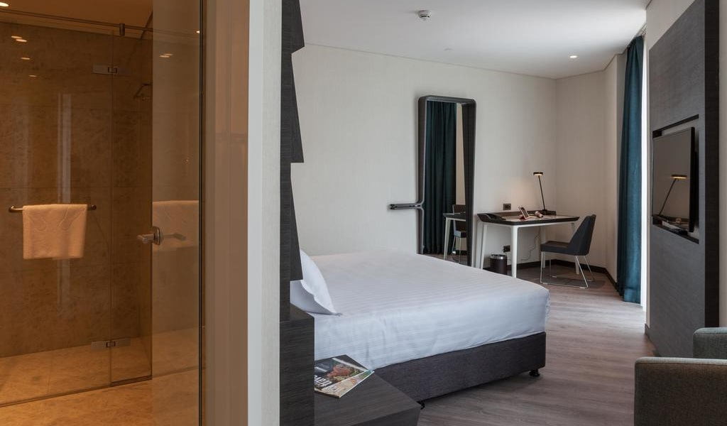 Junior Suite with King Bed 4-min