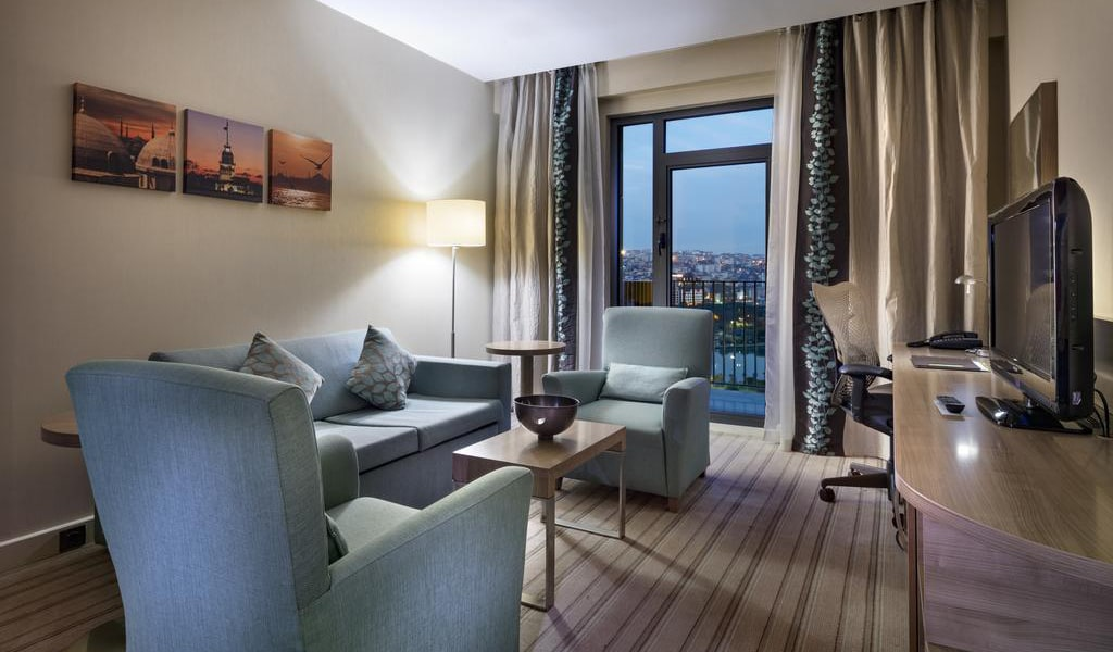 King Suite with Sea View 2-min