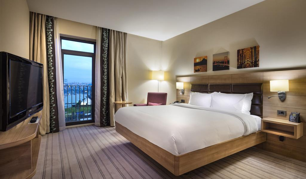 King Suite with Sea View-min