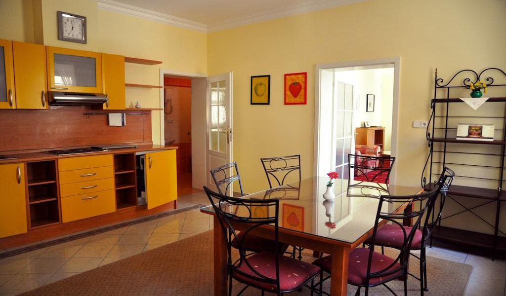 Large Apartment 4-min