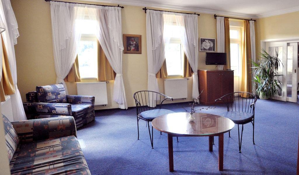Large Apartment-min