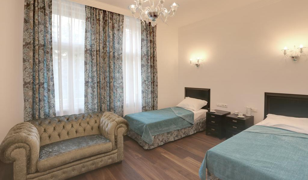 Large Double or Twin Room 2-min