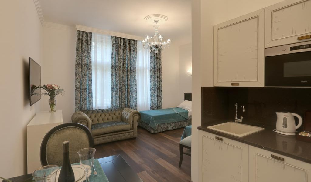 Large Double or Twin Room-min