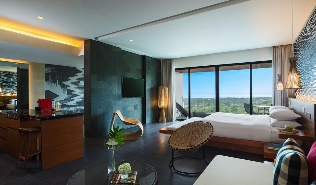 One-Bedroom Executive Suite with View 2-min