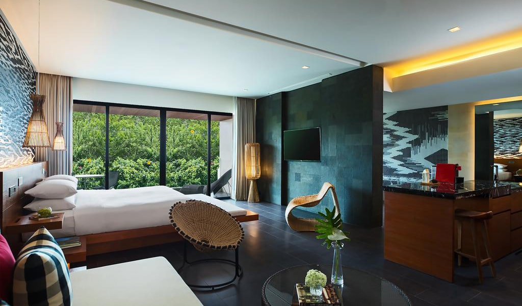 One-Bedroom Executive Suite with View-min