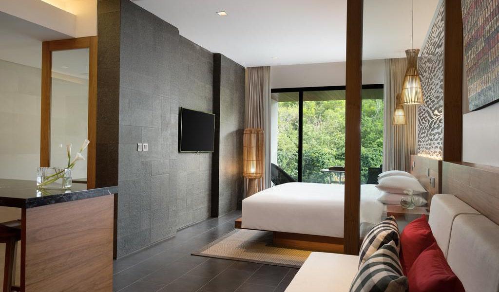 One-Bedroom Junior Suite with Balcony-min
