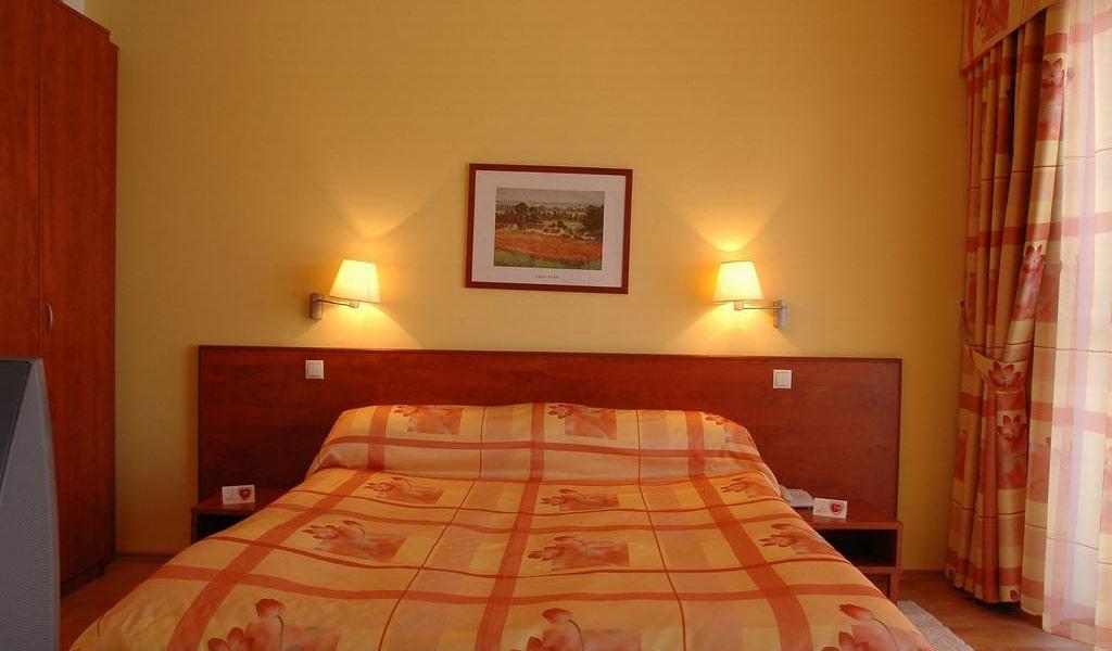One-Bedroom Suite 2-min