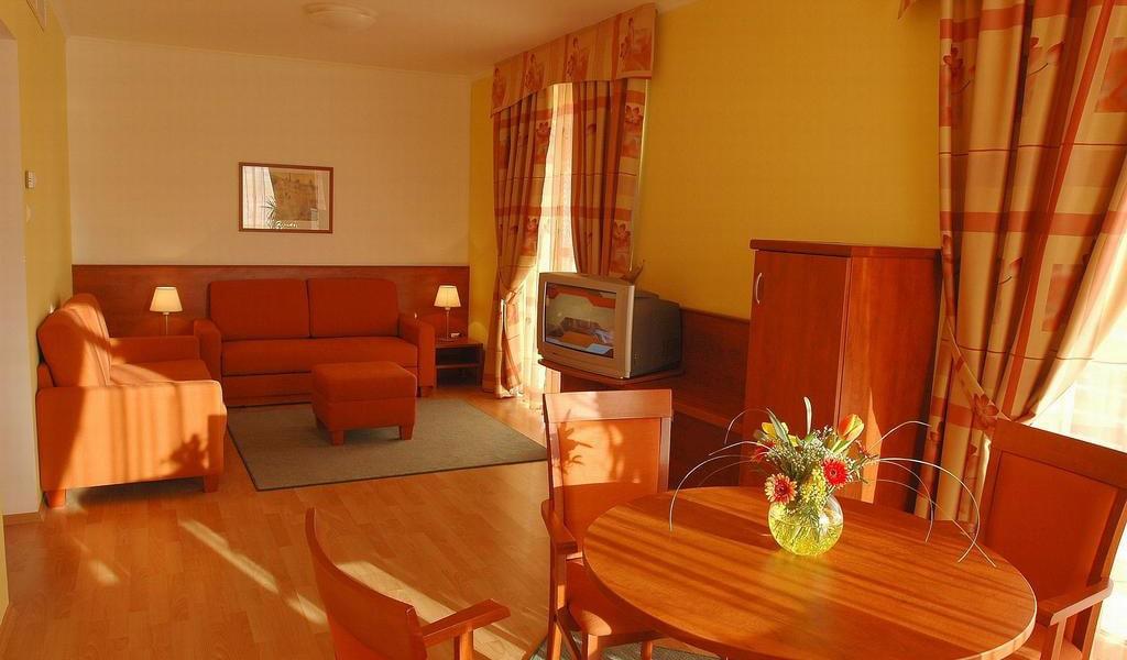 One-Bedroom Suite 3-min