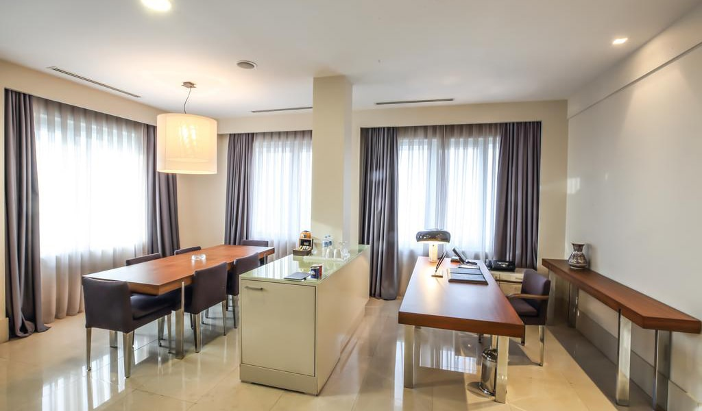 Presidential Suite with Sea View 4-min