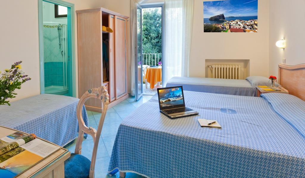Quadruple Room with Balcony 3-min