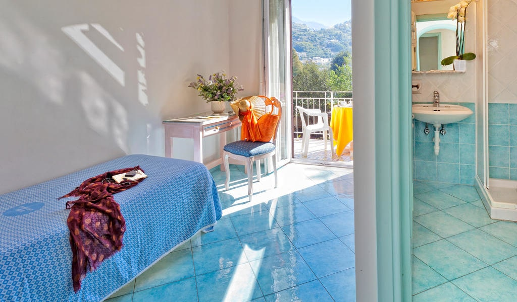 Single Room with Balcony 3-min