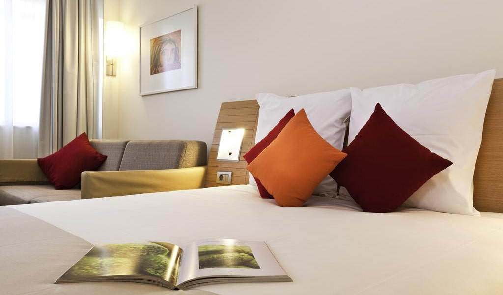 Standard Room With Queen Size Bed And Sofa 4-min