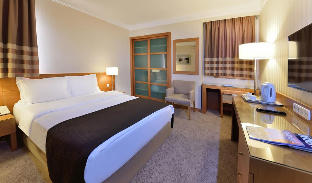 Superior Double Room with Bosphorus View 2-min