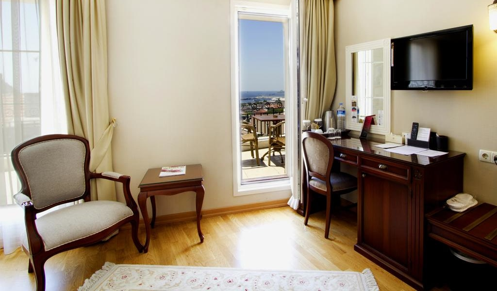 Superior Double Room with Sea View 3-min