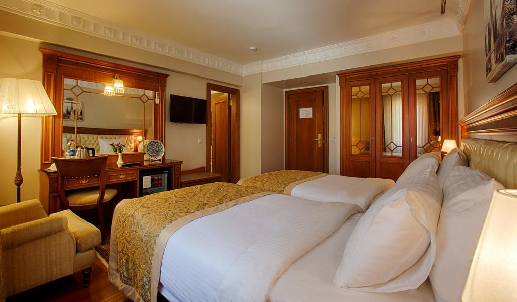Superior Double or Twin Room 4-min