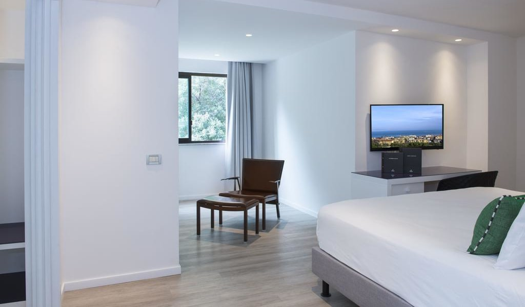 Superior Quadruple Room with Hill View 2-min