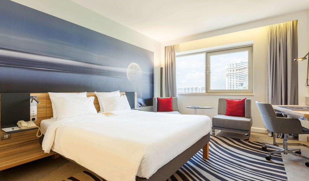 Superior Room with Queen Size Bed-min