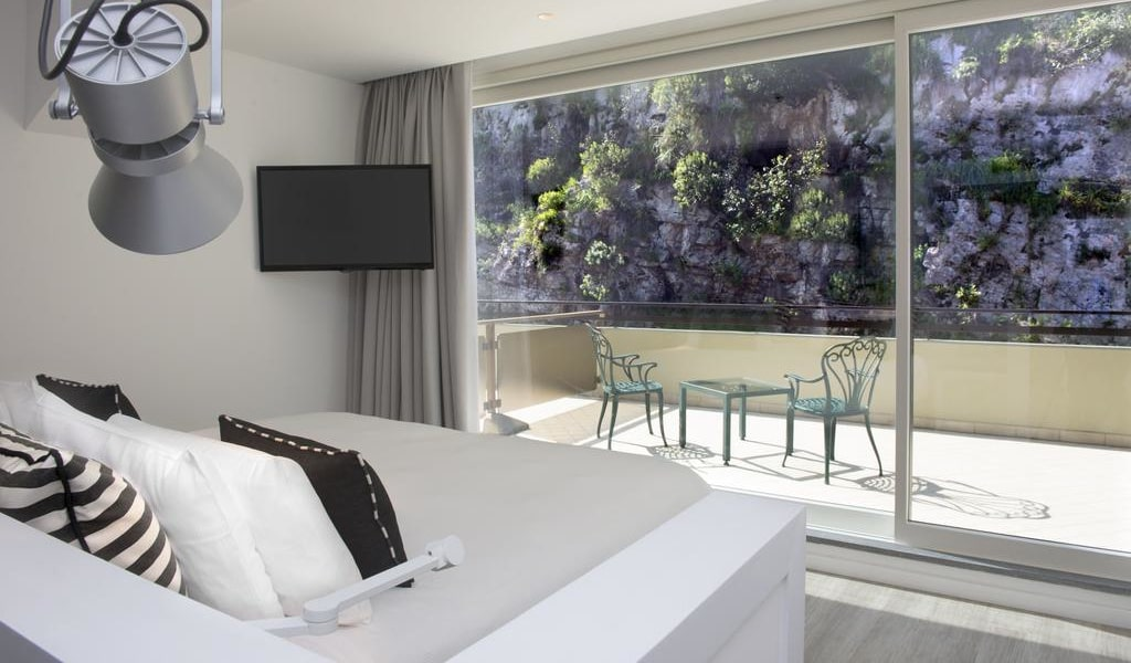 Superior Triple Room with Hill view 3-min