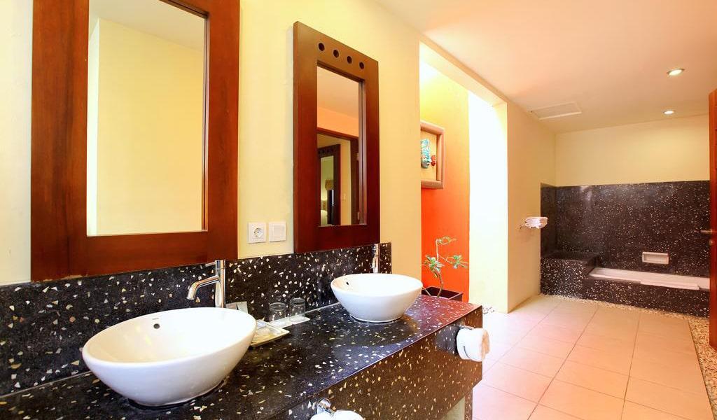 Three-Bedroom Villa with Private Pool 5-min