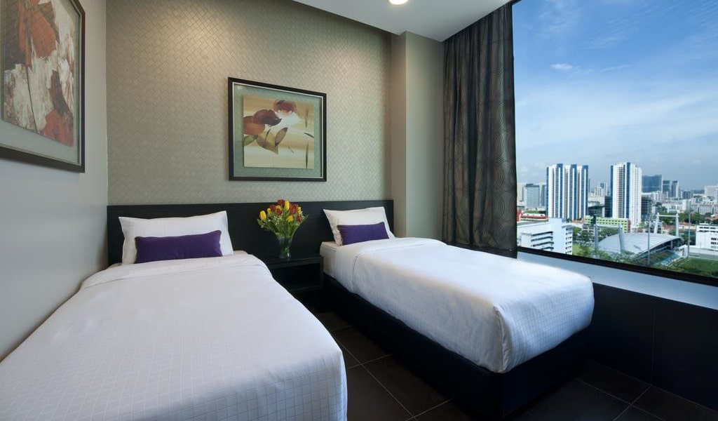 Twin Room with City View 1-min